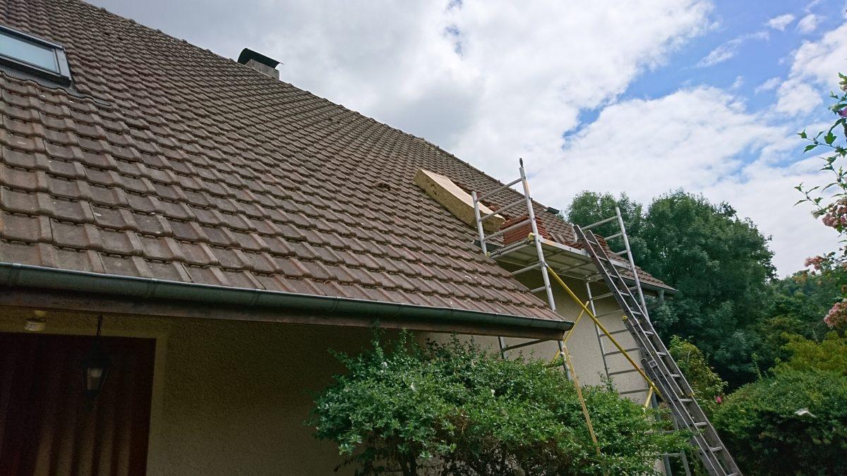 isolation des rampants de toiture par pose de panneaux semi rigides en laine de roche sur une. Black Bedroom Furniture Sets. Home Design Ideas
