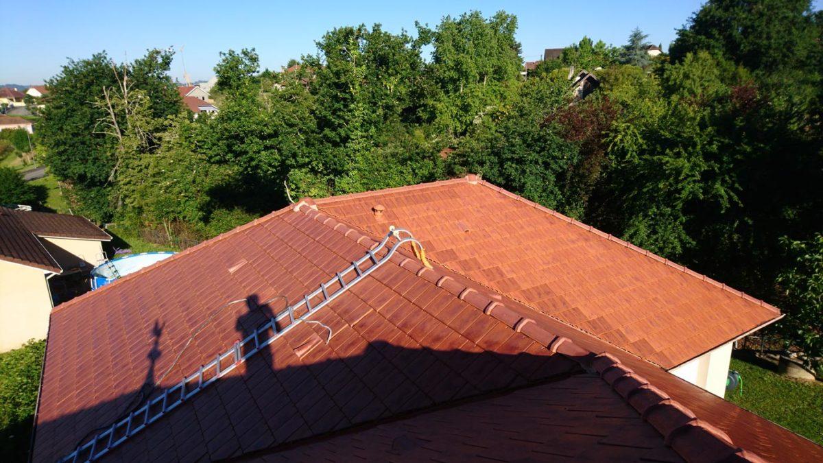 nettoyage des tuiles sur la toiture d 39 une maison orthez. Black Bedroom Furniture Sets. Home Design Ideas