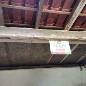 Isolation thermique panneaux sur la toiture d'un garage à Biron